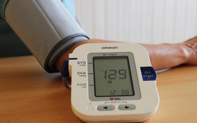 Behandlung / Blutdruckmessung